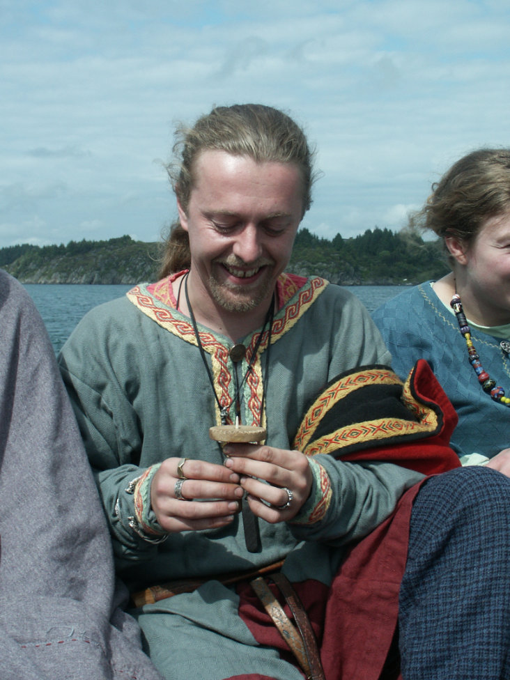 Using a viking sun compass